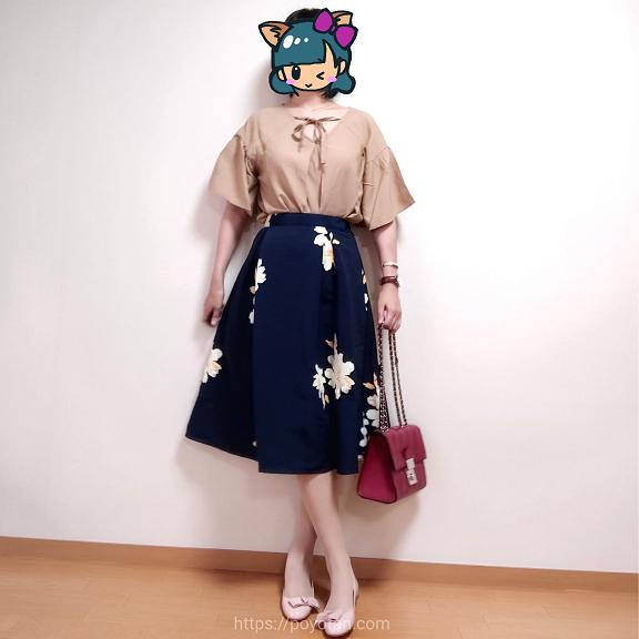 エディストクローゼット・サマーHAPPYBOX:ドロップショルダークルーネックブラウス・ネイビーフラワープリントスカート